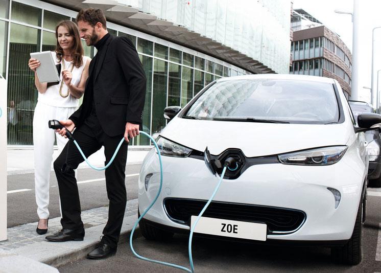 Renault ZOE en poste de carga eléctrica