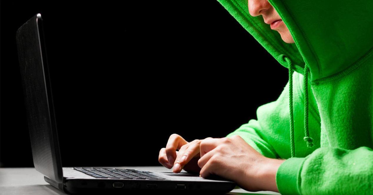 Ver noticia 'Noticia 'La historia de los hackers que hackearon a otros hackers para espiar al mundo''