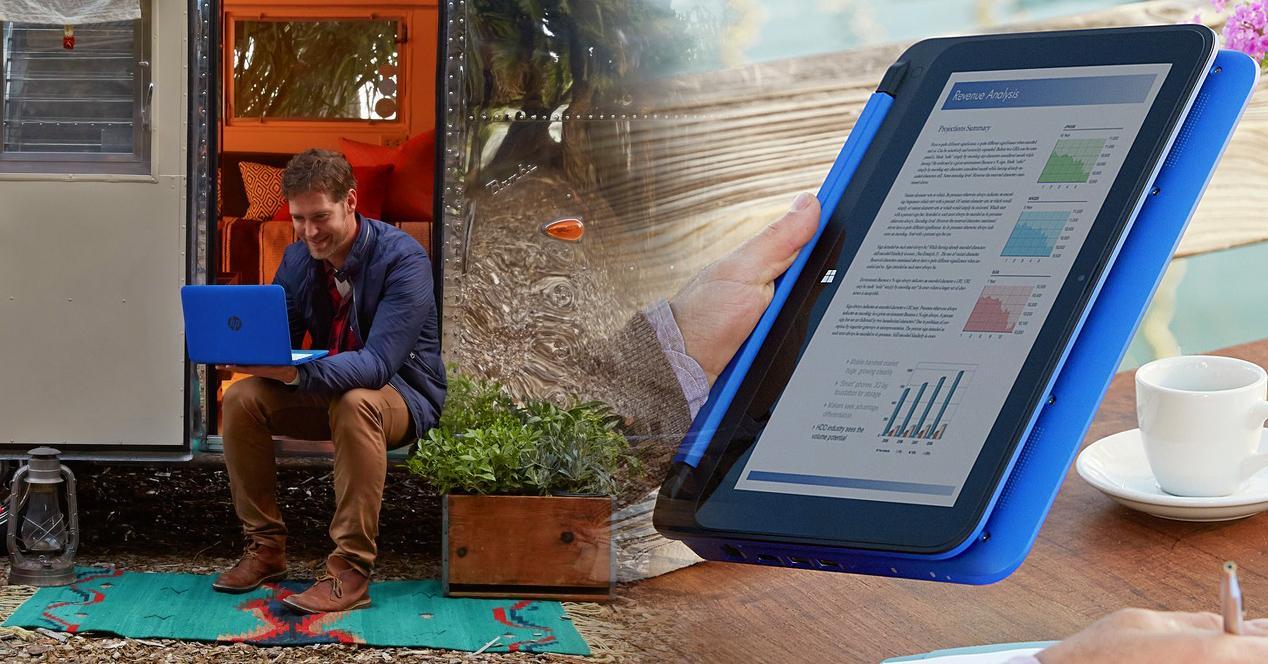 hombre conectado con portátil y tablet de color azul