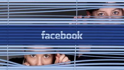 Facebook y la patente que ordena a tu móvil 'espiarte' con el micrófono