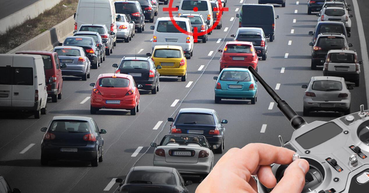 hacker manejar coche control remoto