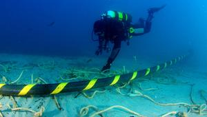 Nuevo récord de velocidad en un cable submarino: 65 Tbps