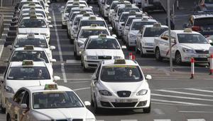 Desconvocada la huelga del taxi contra Uber y Cabify