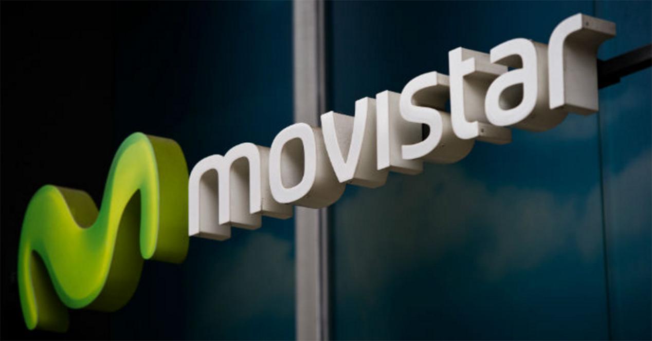 Logo de Movistar en fachada