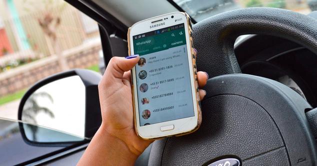 WhatsApp al volante
