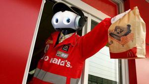 A McDonald's le sale más barato un robot que un humano en menos de 2 años