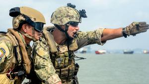 Estados Unidos revoluciona el campo de batalla con baterias que se cargan al andar