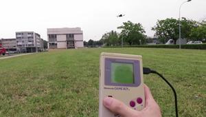 Una placa Arduino y una Game Boy para controlar drones