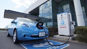 ¿Qué es más barato, cargar un coche con electricidad o gasolina?