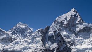 Cómo consiguen que haya Internet en el Everest, y qué peligros supone