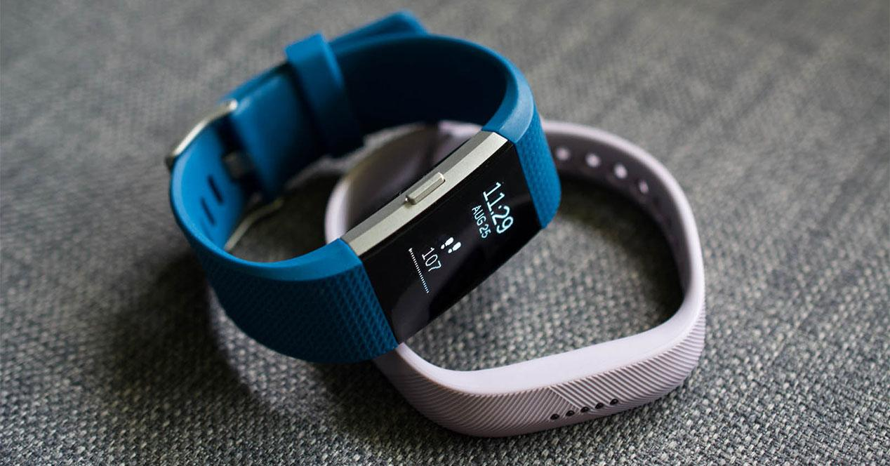 fitbitcharge2flex2_1