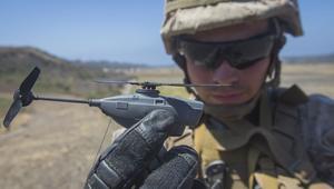 Black Hornet PD-100, el helicóptero/drone de bolsillo que revolucionará los campos de batalla