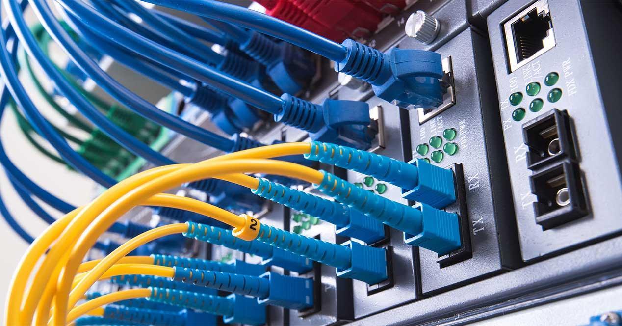 fiberoptic-cable-in-data-center