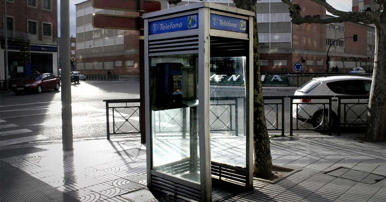 Cabina Telefonica : Telefónica da otra puntilla a las cabinas