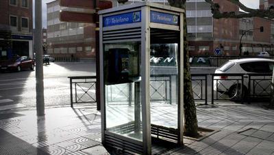 Las cabinas de teléfono se salvan en el último minuto y no desaparecerán en 2019