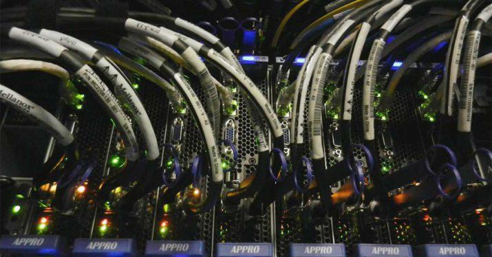 400 superordenador-cableado-fibra-optica