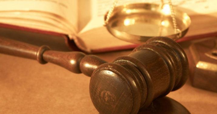 mazo de juez justicia demanda
