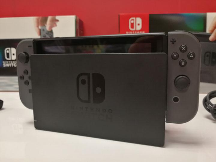 nintendo switch dentro de dock