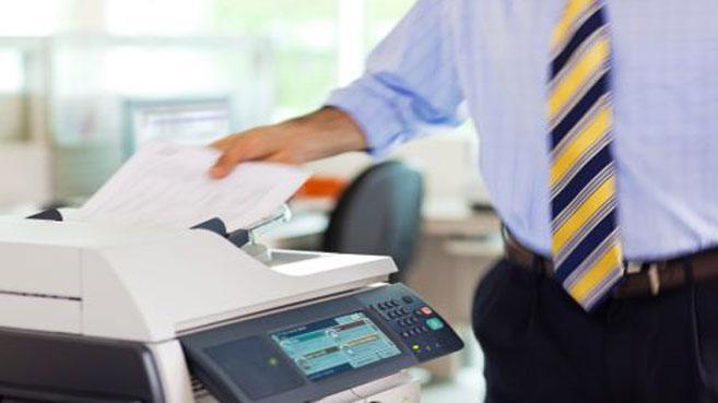 HP persona imprimiendo