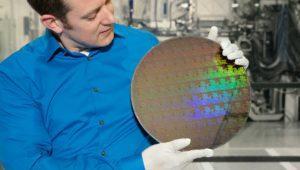 IBM da un golpe sobre la mesa y muestra el primer chip de 5 nanómetros