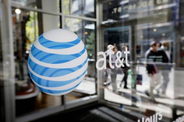 logo de AT&T en una puerta
