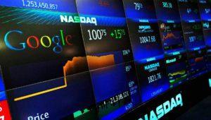 """Resultados Alphabet: el beneficio """"cae"""" un 27,7% por la multa de la UE a Google"""