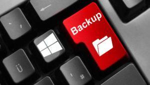 Cómo hacer una copia de seguridad de tus datos usando el historial de archivos de Windows 10