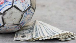 El futbol es insostenible para los operadores, más de 1300 millones pagados en 2016