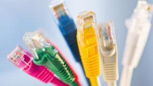 Si crees que te espían, revisa tus cables Ethernet o USB