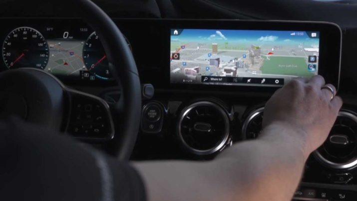 La realidad aumentada llega a los coches qu va a cambiar for Interior mercedes clase a