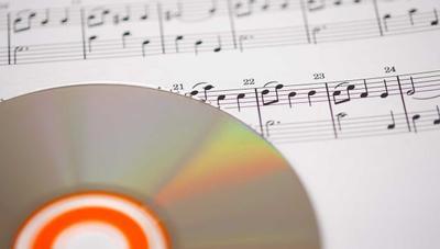 Los CDs y vinilos vuelven a generar más ingresos que las descargas digitales