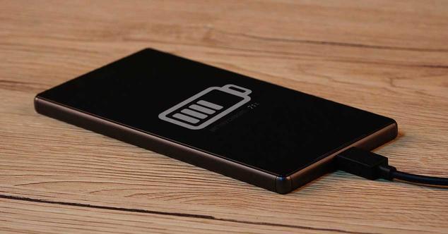 movil cargando bateria