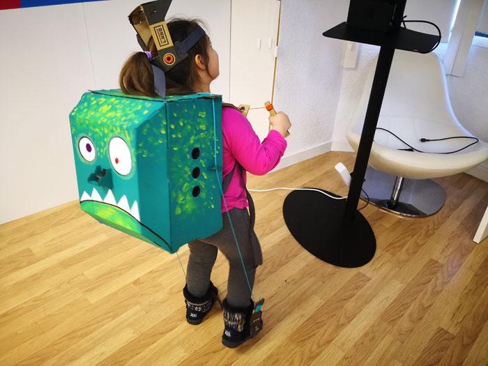 nintendo labo jugando con robot