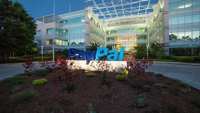 PayPal ya está ofreciendo tarjetas de débito y servicios de banca tradicional