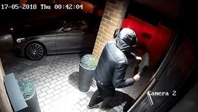 Cuidado con poner las llaves de tu coche cerca de la puerta de casa: así pueden abrírtelo
