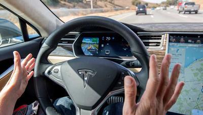 Tesla capó funciones avanzadas del Autopilot para sus coches