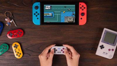 Este llavero es el mando para Nintendo Switch de 8bitdo