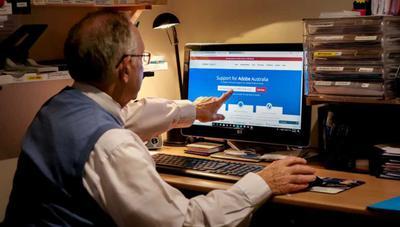 Unos hackers se hacen pasar por Adobe y espían a la gente a través de la webcam