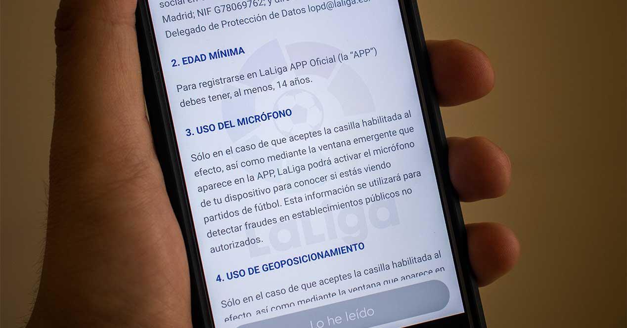 LaLiga, multada por su app con micrófono