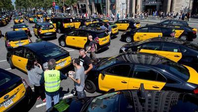 Contrataque contra el taxi en Barcelona: o cesan las protestas y se garantiza el MWC o se aprobará la medida que no gusta