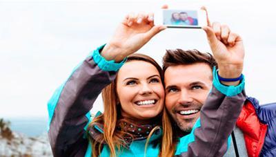 Cómo hacer selfies con la cámara trasera de tu móvil Android