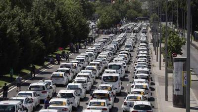 Tregua del taxi, pero Uber y Cabify han multiplicado sus descargas