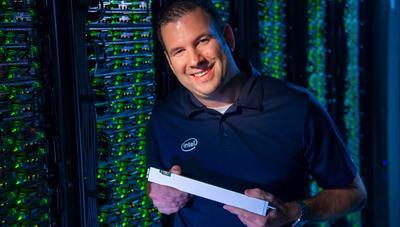 Intel no se conforma con el SSD NVMe más barato, y lanza el más denso con 32 TB