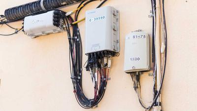 Si vives en una ciudad de más de 50.000 habitantes es raro que no tengas fibra óptica o cable