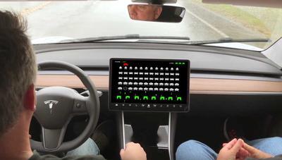 Tesla va a añadir juegos a sus coches, empezando por los de Atari