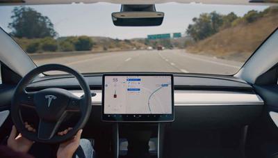 Tesla lanza 'Navigate on Autopilot', conducción autónoma (casi) completa en autopistas