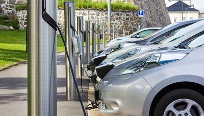 Las eléctricas quieren que los clientes paguen la inversión en el coche eléctrico