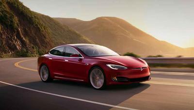 """Tu Tesla irá a recogerte y te seguirá """"como un perro"""""""
