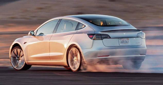 Ver noticia 'El Tesla Model 3 ya está en España de forma oficial'