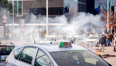 Huelga de taxis en Madrid: Ayuntamiento y Comunidad regularán la distancia mínima al pedir un VTC